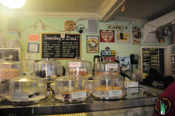 Interior Magnolia Bakery NY