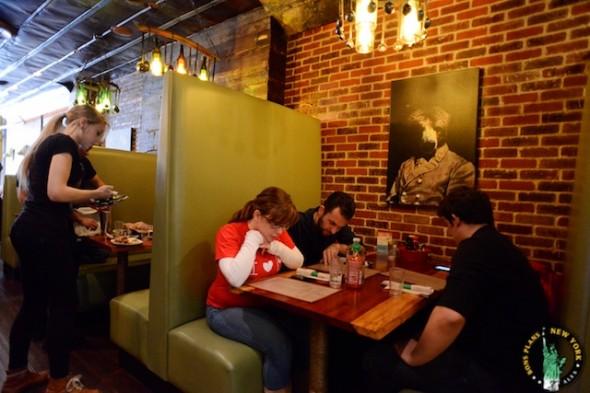 Bareburger Chelsea NYC mesas