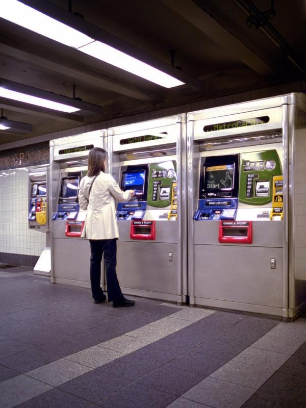 comprando ticket de metro NUC MPVNY