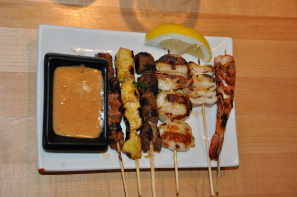Jebon Nueva York comida asiática brochetas