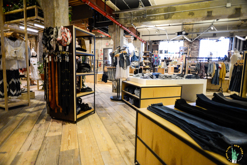 space ninety 8 el concept store de urban outfitters en. Black Bedroom Furniture Sets. Home Design Ideas