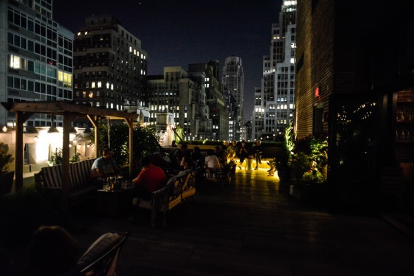 rooftop-refinery-hotel-nyc-10-600x401